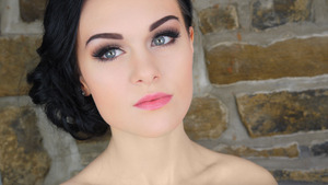 Tutorial: http://www.beautylish.com/v/yrirnu/prom-makeup