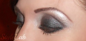 Just a closer view to the steel shiny smokey eye... same products than the other picture...