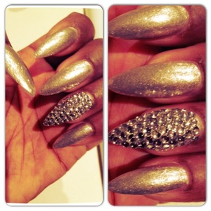 Love a feature nail :)