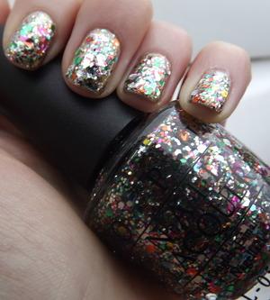 A 3D multi-coloured glitter