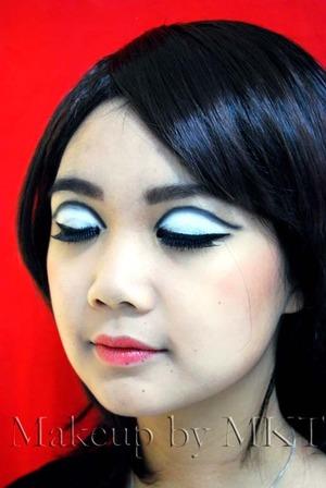 1960s Twiggy inspired makeup