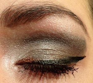 Smokey eye with gold liner