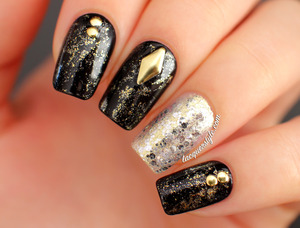 More photos & info here: http://www.lacquerstyle.com/2014/01/gold-studded-nails.html