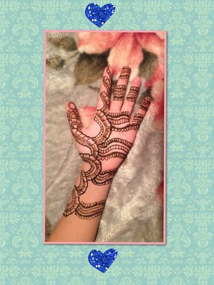 This is an original design that I really like, so I did it on my hand!