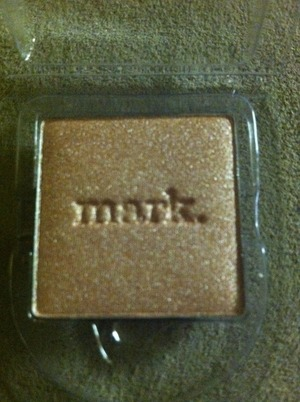 i-mark metallics eyeshadow in Sugar Sugar. I will use this one for all over the lid.