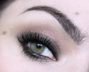 Here is the tutorial for this look : http://www.youtube.com/watch?v=m2RqLqMph6o