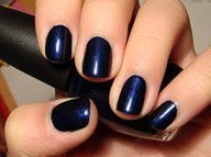 Trend: Nautical Navy Nails