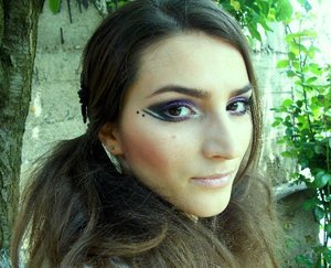 http://www.theglamcrush.com/2012/03/black-and-purple-party-makeup.html
