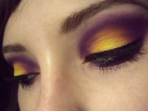 My interpretation of Krawls80's youtube video 'Purple Inferno' (Using MAKE UP FOR EVER n° 92, MAKE UP FOR EVER n° 18 (to blend), MAC Chrome Yellow)