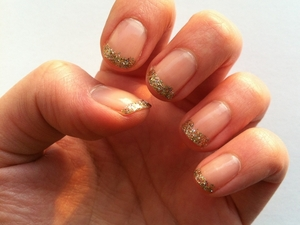 Bring on the Bling tips. Glittery yet subtle, perfect for Christmas or New Year.