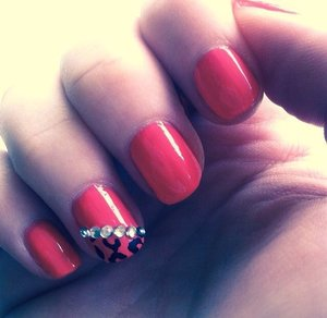 Nail colour - Coral 3rd finger - leopard print design with rhinestones