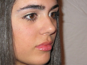 Very easy look: Just use any sheer, shimmery eyeshadow and lipgloss!
