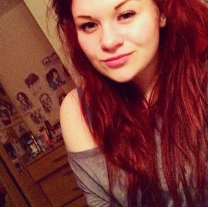 Wavy red hair, long, eye lashes