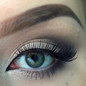 Cooltoned smokey eye with innercorner eyeliner & champagne shimmer ☺️