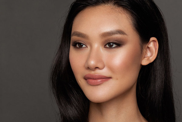 How To Create Charlotte Tilbury S The Sophisticate Look