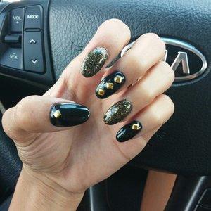 studded blk glitter nails