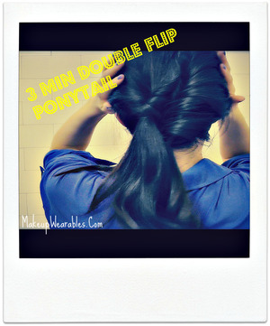 Here is one of the easiest and the most effortlessly chic, low side double ponytail looks that you can do within 1~3mins, tops. 