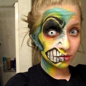 This face makeup looks really interesting, great for Halloween