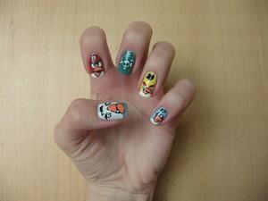 http://arvonka-nails.blogspot.com/2012/03/angry-birds-nail-art.html