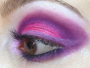 I stumbled into my bathroom this evening and got distracted playing with bright Sugarpill colours and Inglot gel liner. I totally love Dollipop and Poison plum and the Inglot gel liner #73 complemented them so well for this look.