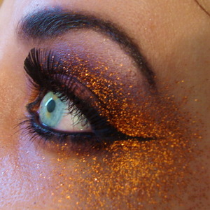 I made this look with in mind... loads and loads of glitter.