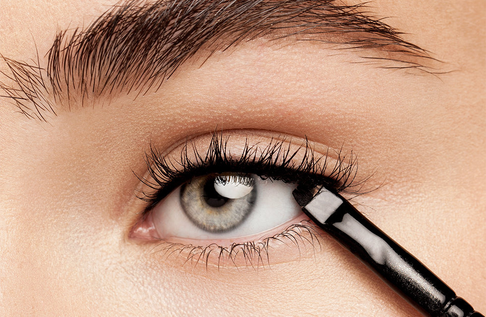 3d0cf62d201 Start by using an angled eyeliner brush, such as Wayne Goss Brush 08, to  line your upper lashes. Dip the brush into your Eyeliner Gel and draw a thin  line ...