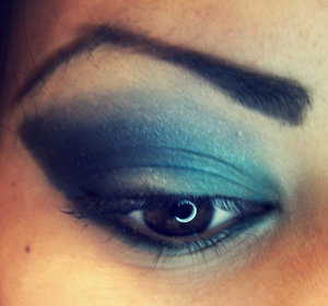Blue Smokey Eye. All eyeshadows are from the Love & Beauty pallet!