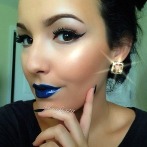 I'm blue. Made this lipstick with eyeshadow