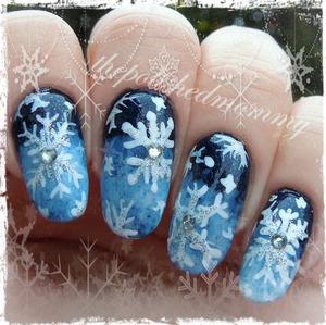 #nailartdec -snowfall, glitter.   http://www.thepolishedmommy.com/2013/12/oh-snowy-night.html
