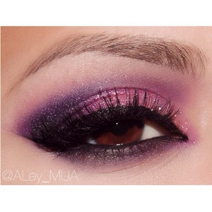 Purple shadows make browns eyes pop out 👀 💜 more details on my next post  #lovebrowneyes
