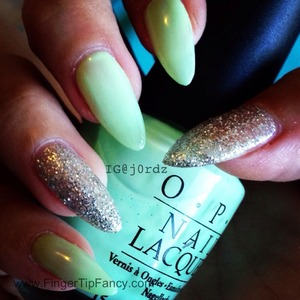 FOR DETAILS GO TO: http://fingertipfancy.com/green-silver-nails