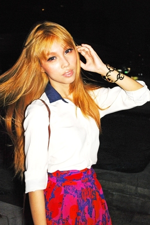 Mode Gyaru look http://www.pinkoolaid.com/2011/09/mode-gyaru-shoot.html#more