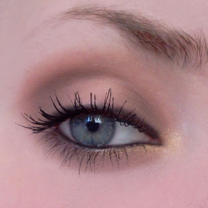 Been addicted to smokey eye looks lately..    The kohl eyeliner is by l'oreal, can't remember the name.