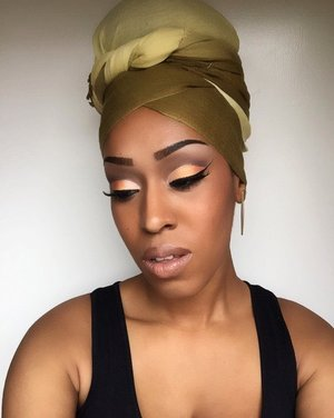 Orange Sherbert🍊 This beautiful Orange is blended beautifully from light to dark. It's a super sexy bold eye. As per usual I began with @simpleskincare protecting lightweight moisturizer, @elfcosmetics Poreless Face Primer. So I always start off filling in my brows to frame my face using @essence_cosmetics brown brow pencil and @maccosmetics eye pencil in Coffee. @nyxcosmetics eyeshadow primer in vivid white @bhcosmetics 4th 120 eyeshadow palette , gel eyeliner in Onyx. Used @morphebrushes 94C concealer, @morphebrushes 20CON Palette as my contour and highlight. Used @maccosmetics lipstick in High Tea and, blush in Raizin. Illegal Length Mascara, and used @morphebrushes  and @realtechniques brushes on this entire look. HAIR: I used this beautiful scarf to protect my do today . Enjoy and recreate this look 💋 #maybelline #eyebrows #earrings #undiscovered_muas #maccosmetics #bhcosmetics #nyxcosmetics # nyccosmetics #wingedeyeliner #naturallyshesdope #teamnatural_  #makeup #houstonmua #dallasmua #4chairchicks #benaturallychic #realtechniques #lashes #myhaircrush #kinky_chicks1 #wraplife #womenofcolor #returnofthecurls2 #eyebrows #morphebrushes #orange #green #scarf #photooftheday