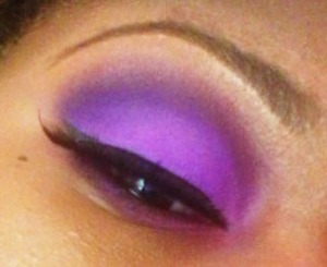 This is the same eyeshadow look in white light.