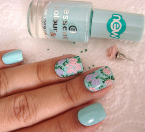These Do-It-Yourself nail art can be just done in few minutes and does not really burden you to spend too much. Follow This Below Link  http://www.stylecraze.com/articles/5-easy-to-do-nail-arts-this-weekend/