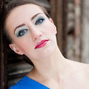 Read More http://www.stylecraze.com/articles/blue-eye-makeup-tutorial-the-winter-glam/