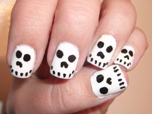 Halloween Skull Nails
