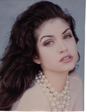 1990s Brunette. Make Up by Darilynn